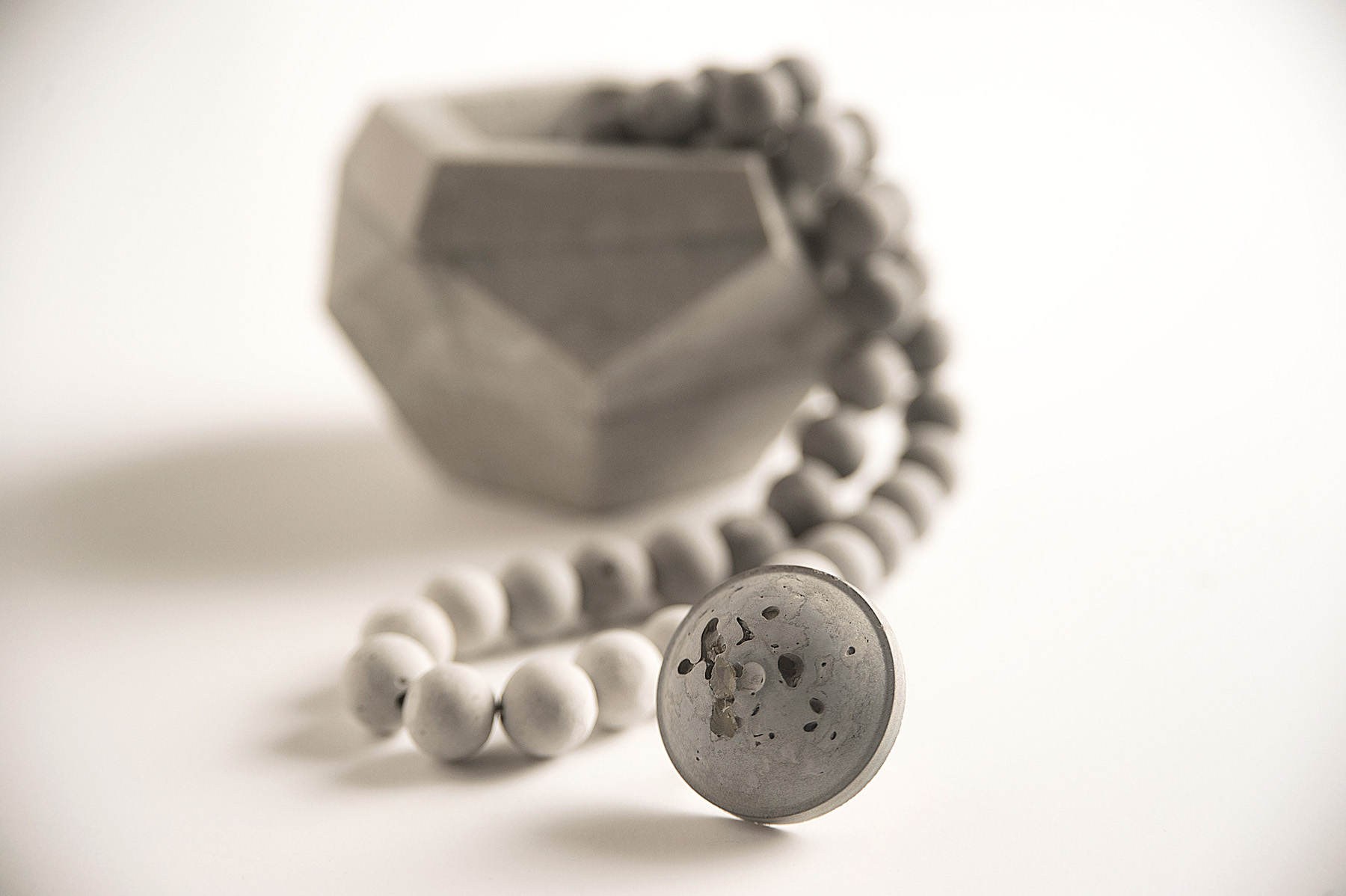 Beyond Adornment. Exploring concrete as a material for jewelry and accessories